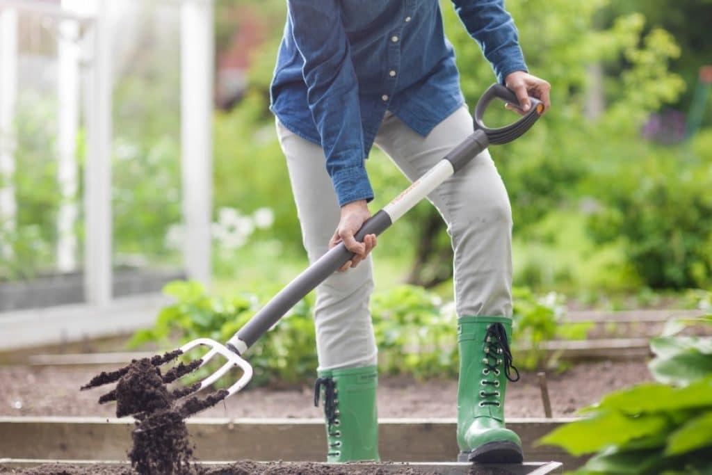 5 Best Garden Forks - Choose What's Best for Soil