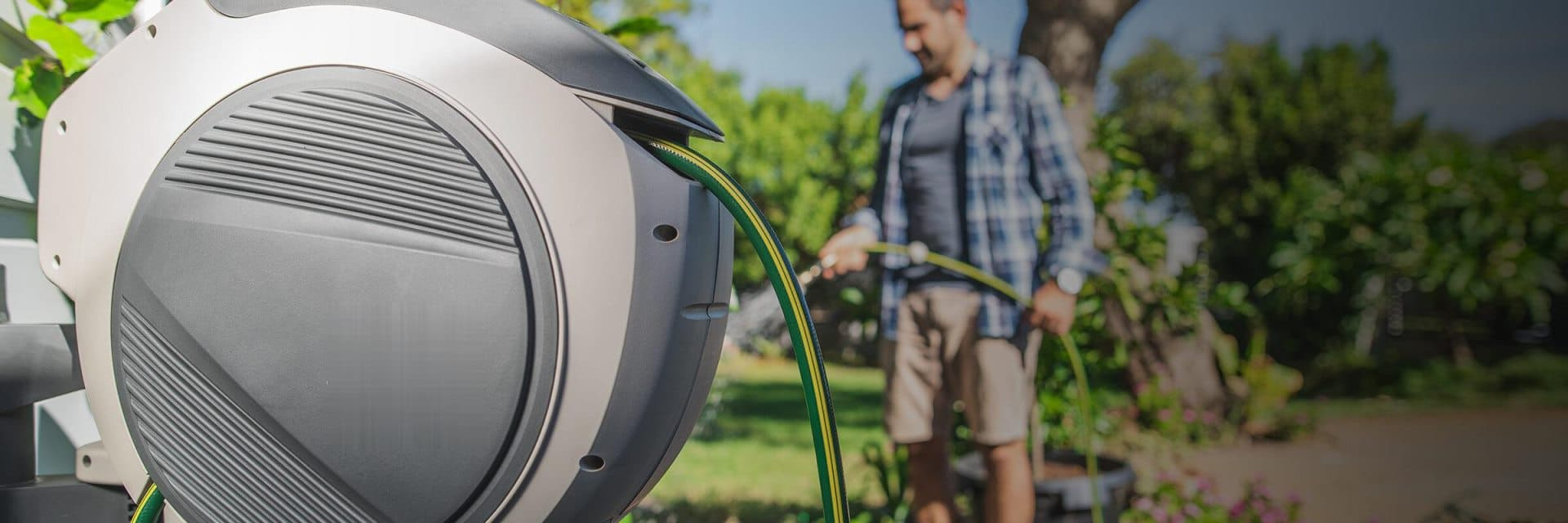 10 Best Hose Reels – Forget about Hose Tangles and Cracks!