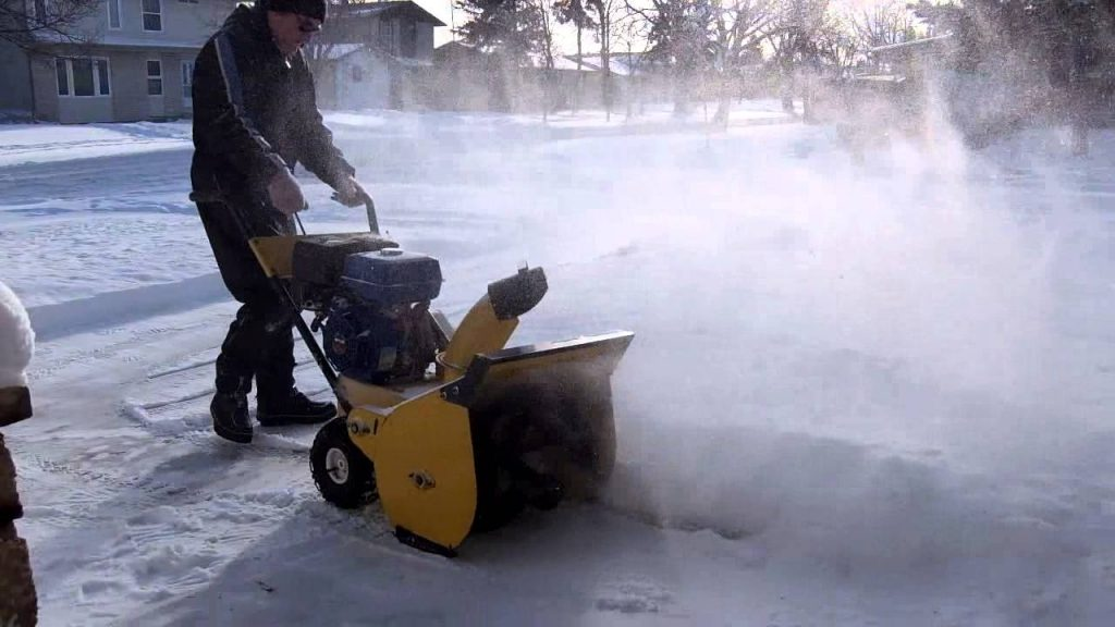 6 Awesome Single-Stage Snow Blowers to Do All the Work for You