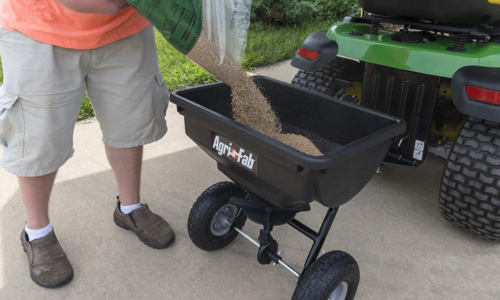 5 Excellent Tow-Behind Spreaders for Big Yard Fertilizing Done in Minutes