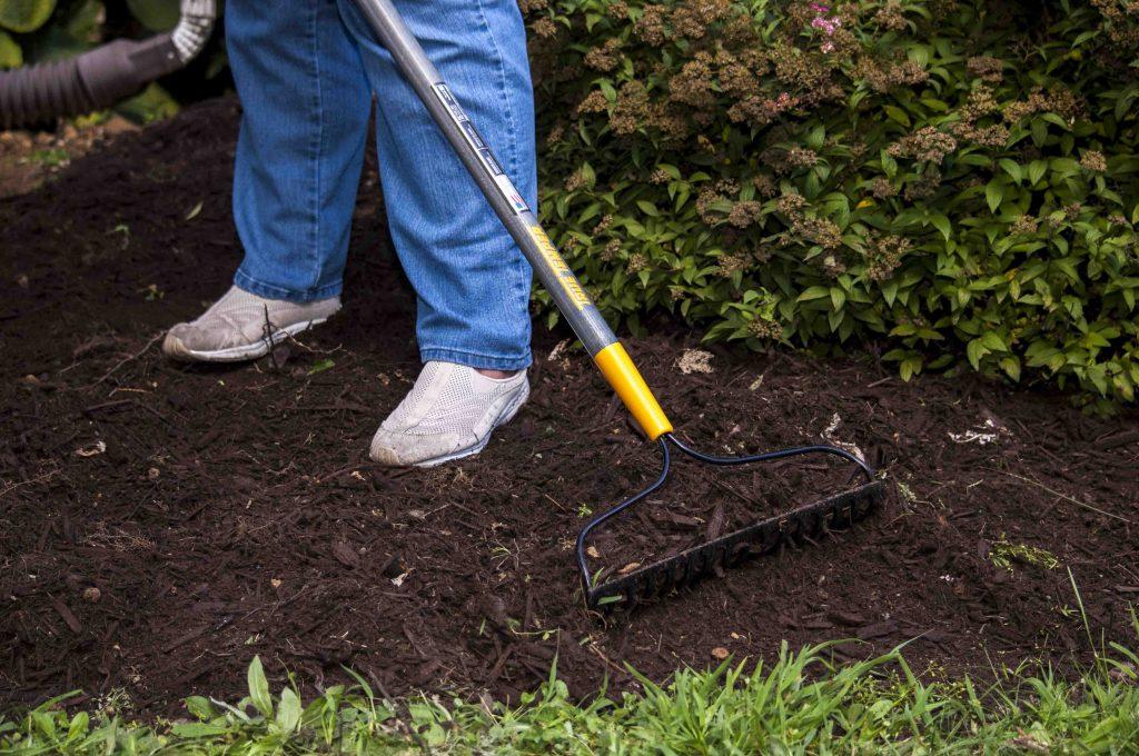 8 Best Bow Rakes – Heavy-Duty Gardening Tools for Various Tasks!