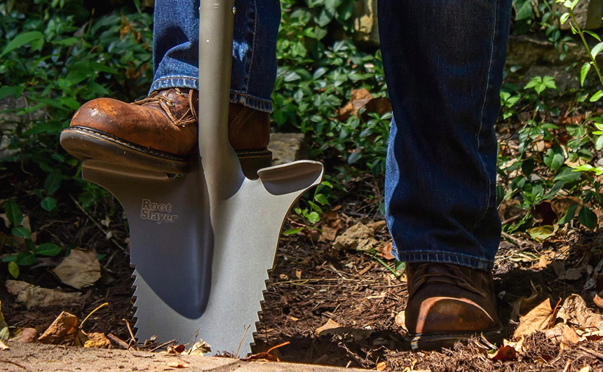 10 Best Garden Shovels – Useful Tools for Digging, Cutting Roots and Edging!