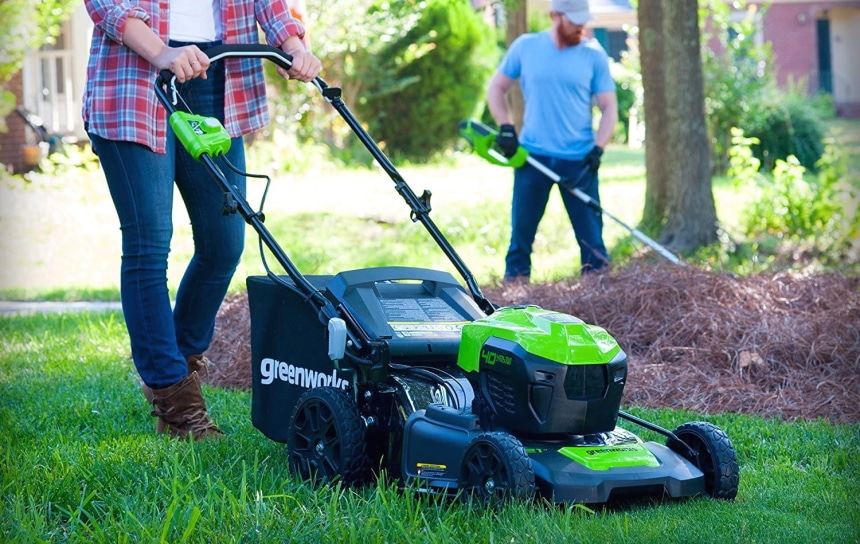 5 Best Self-Propelled Lawn Mowers to Save You Time and Energy