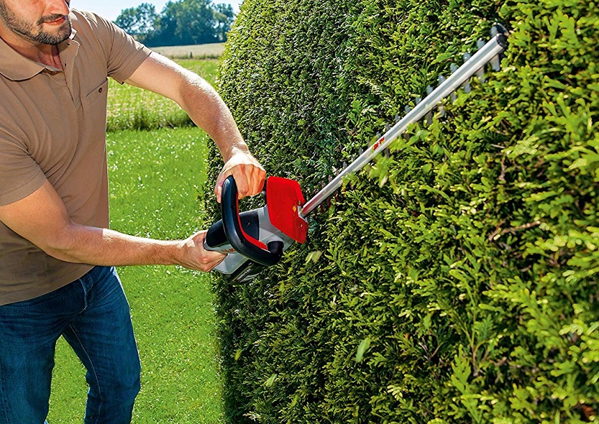 In-detail Guide on How to Use a Hedge Trimmer Safely and Effectively