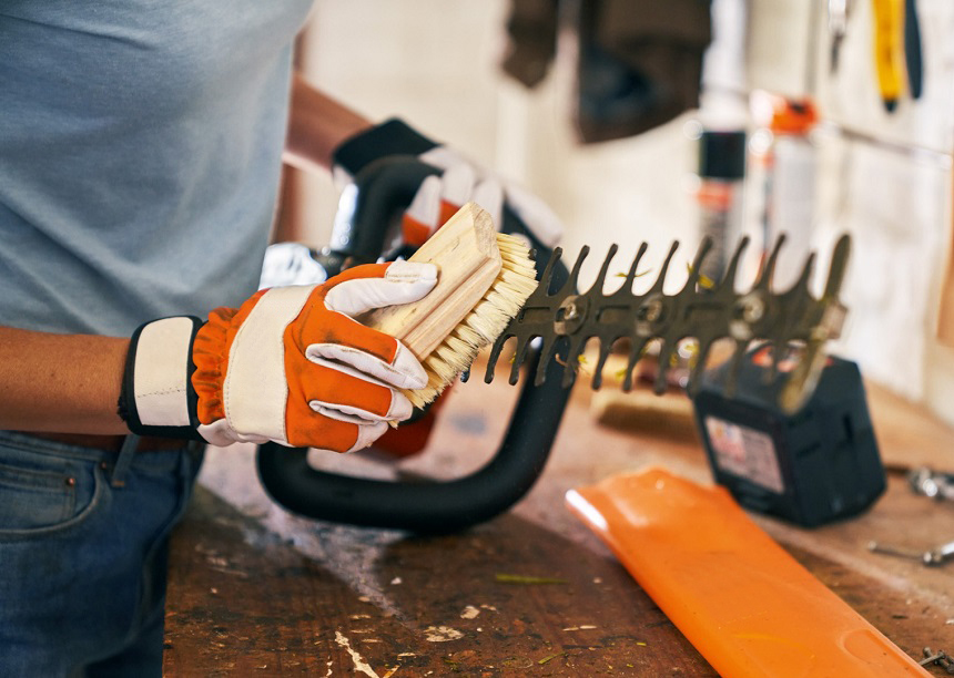 How to Clean Hedge Trimmer Blades in Two Ways and Six Steps