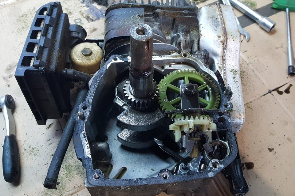 How to Tell If Lawn Mower Crankshaft is Bent?