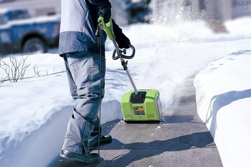 Best Time to Shovel Snow: Make It Easier!