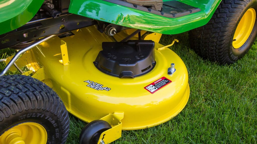 10 Affordable Lawn Mowers under $300 with Excellent Features for the Price